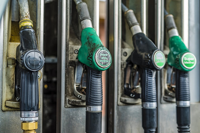 V Pakistan: OGRA Proposes Rs 5 to 6 Per Litre Increase In Petrol And Diesel Prices