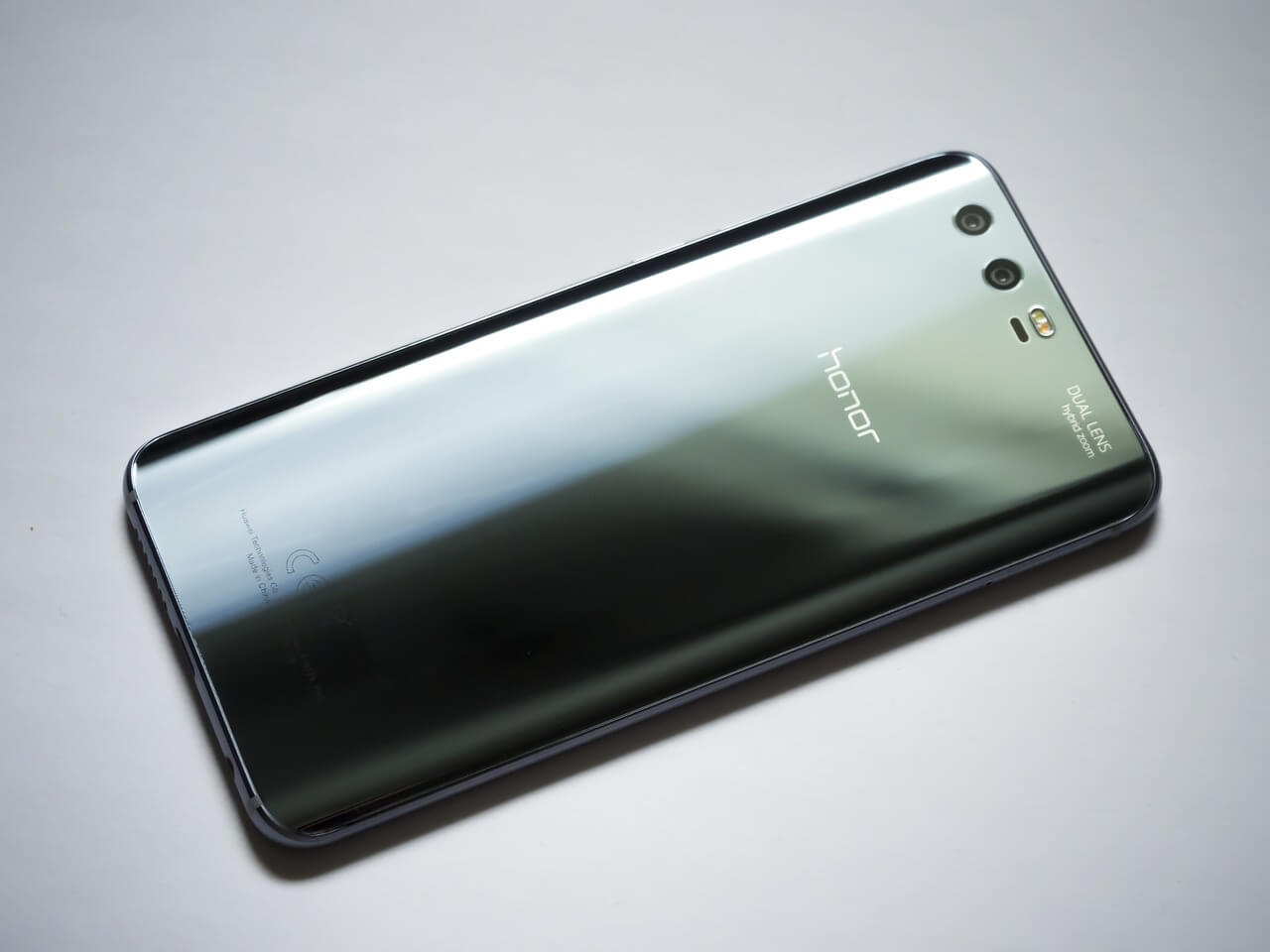 Huawei Aims To Pass Samsung And Apple, Become World's Largest Smartphone Maker In 2019